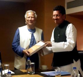 尤努斯教授鼓勵印度青年