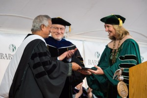 尤努斯博士擔任畢業典禮演講人